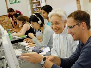 Обучение группы студентов языку