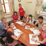 Группа студентов, изучающих английский язык и его фонетику